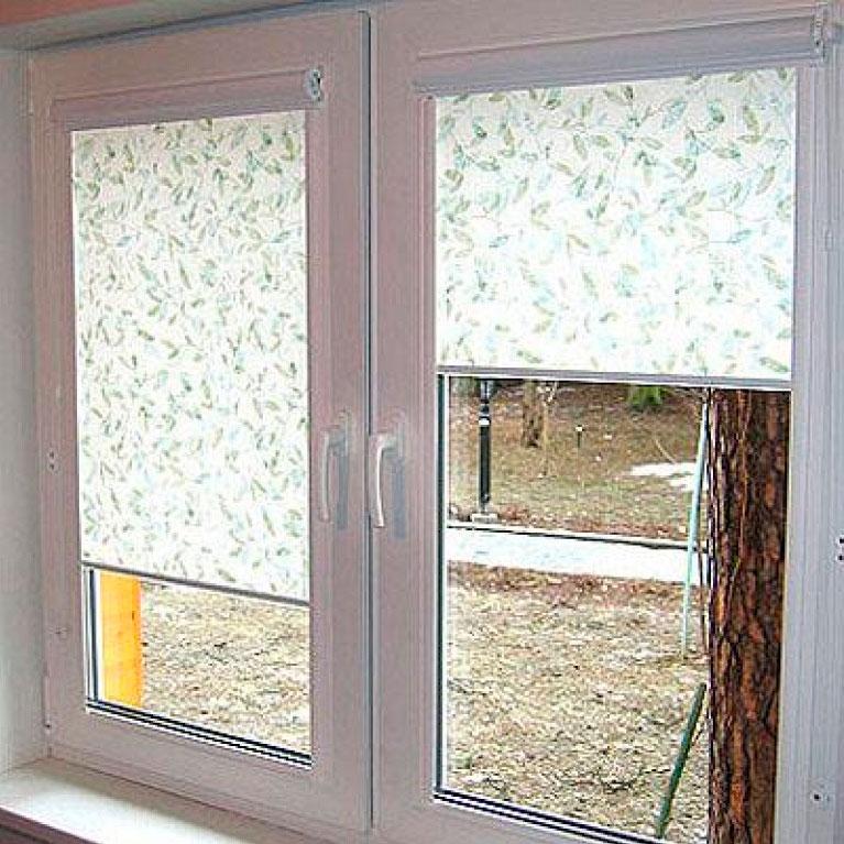 Ролеты на пластиковые окна фото