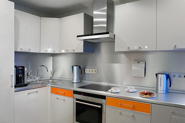 Дизайн кухни 8 кв.м в панельном доме с вентиляционным коробом