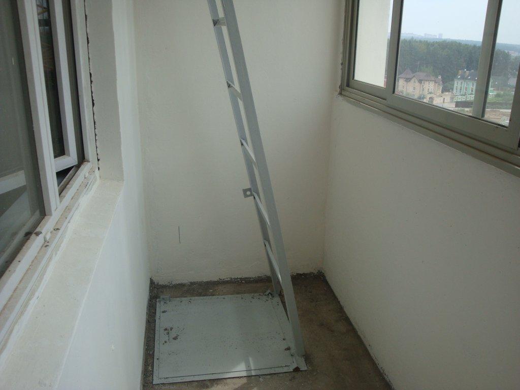 Дизайн балконов с пожарной лестницей.