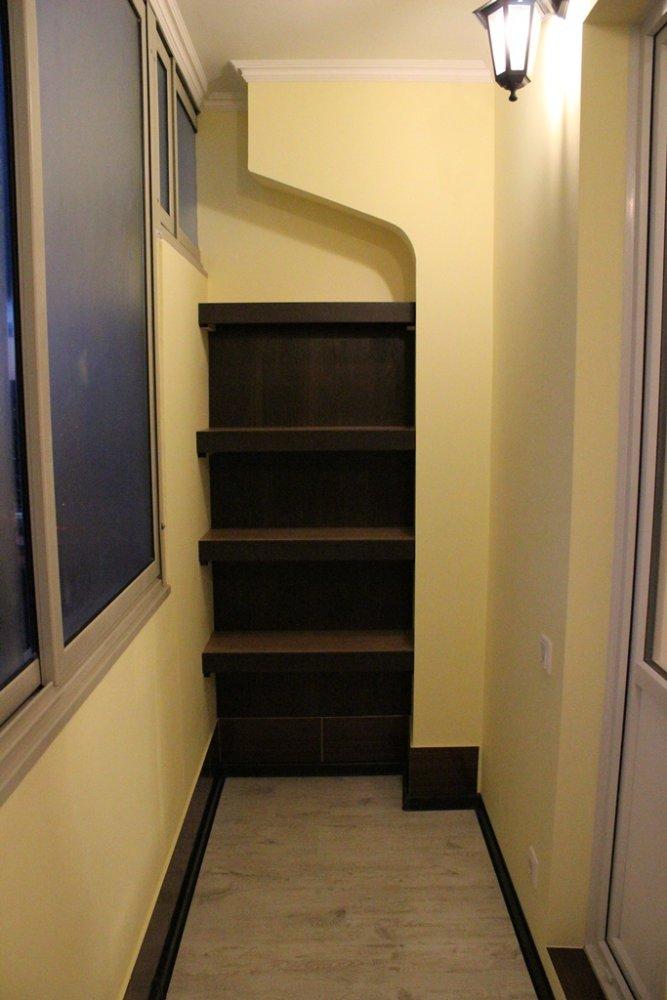 Примерный дизайн внутренней отделки балкона типа сапог..
